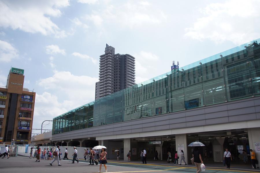 JR浦和駅東口。都市開発が進んでいる西口と違い、広くてオープンな雰囲気です。