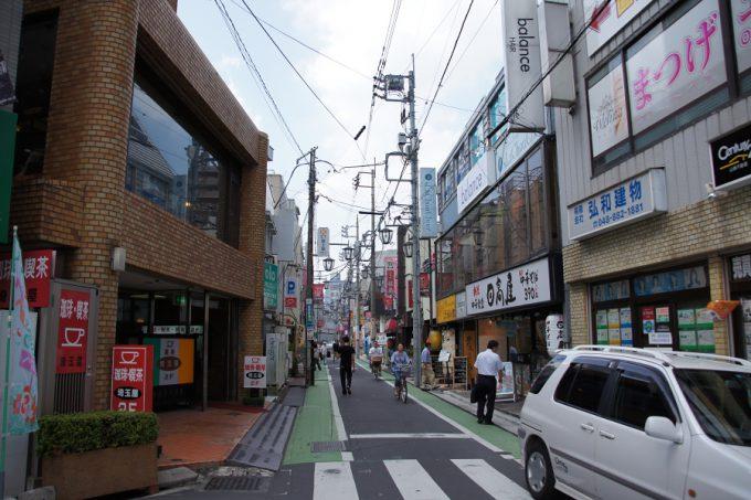 駅前の小さな商店街。なんとなく昭和の香りがする。
