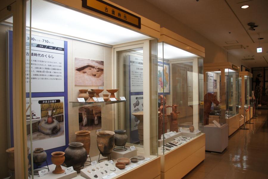 古墳時代の発掘品の数々。馬型の埴輪などが出土していることを見るに、かなり大きな豪族が統率する大規模集落があったんでしょうね。
