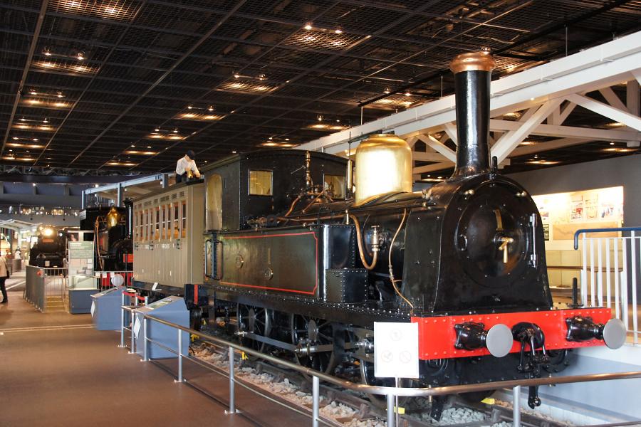 館内に所狭しと展示されている列車の数々。鉄道ファンにはたまりませんね♪